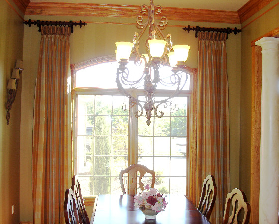 Set your room aglow susan 39 s designs for Dining room window designs