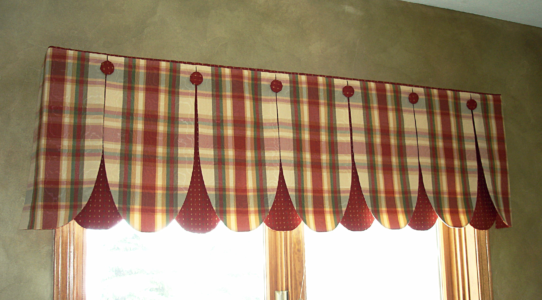 Window treatments on pinterest valances roman shades for Designs of kitchen curtains