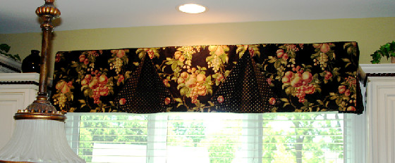 A Button Back Valance Over The Kitchen Sink 187 Susan S Designs