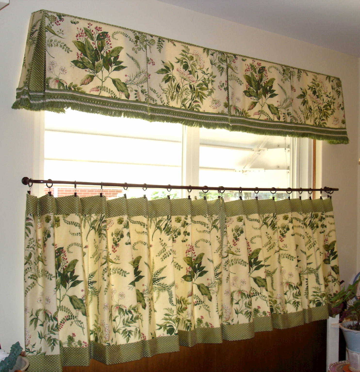 cafe curtain and box pleated valance (click to enlarge)