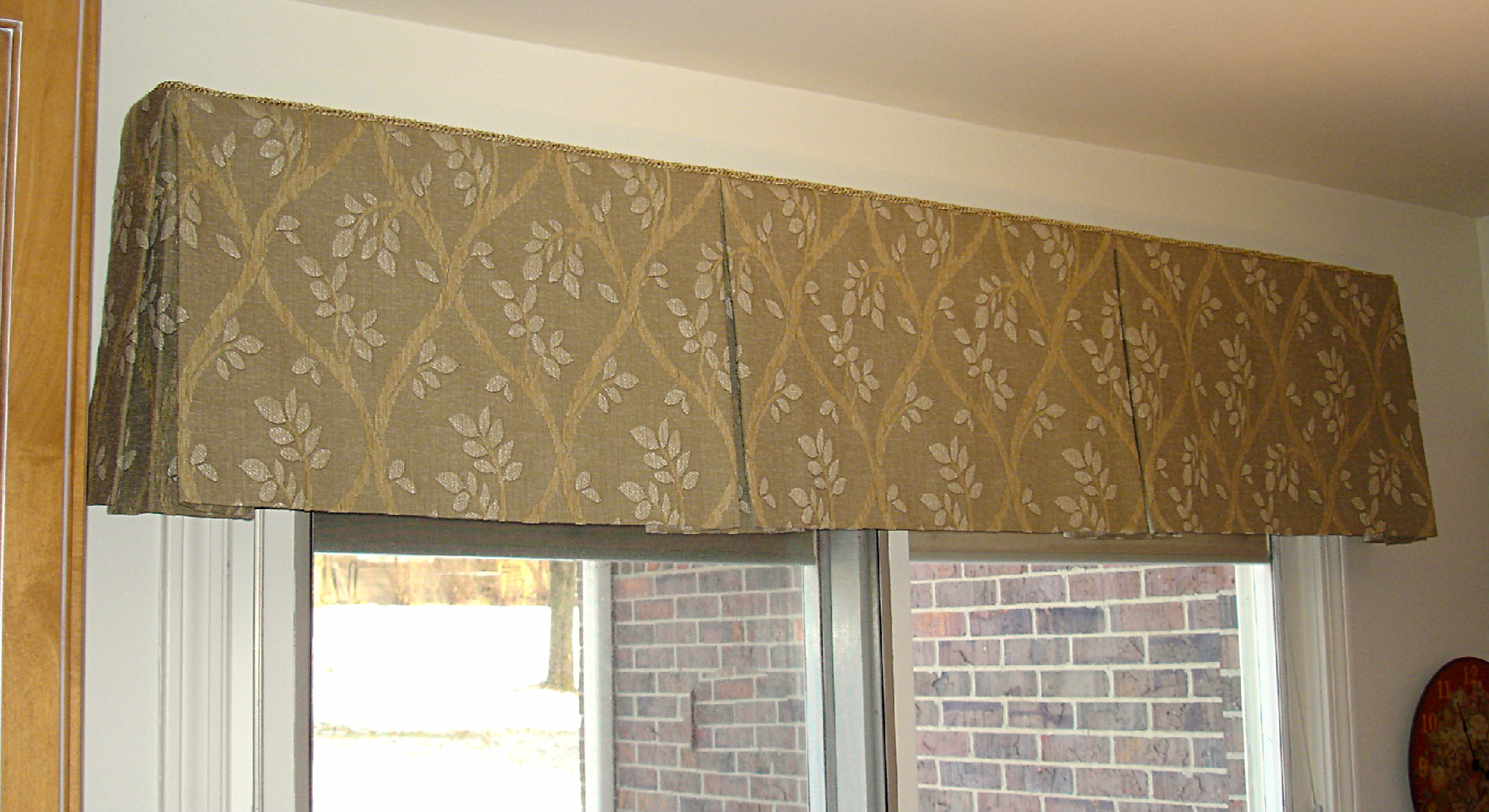 Box pleated valance susan 39 s designs for Window valance