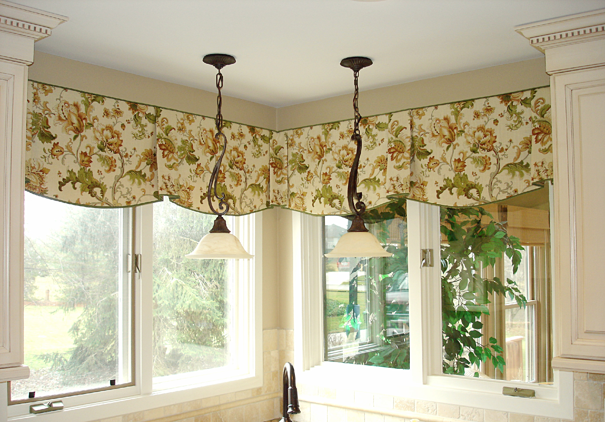 Susan 39 s designs drapery home decorating page 84 for Kitchen window curtains