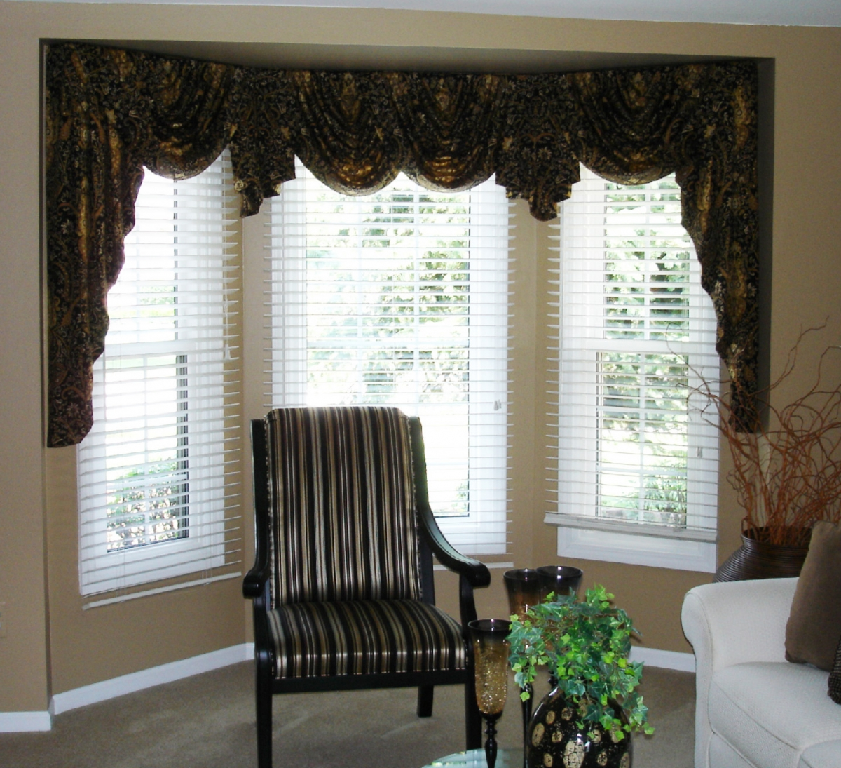 Swags and jabots in a bay window susan 39 s designs for Window valance